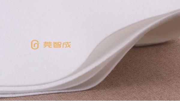 可以选择白色针刺无纺布-制作口罩来保护自己的健康