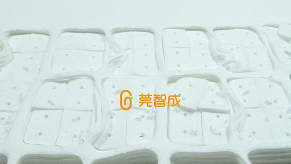 高清洁+去污,使用玻璃擦清洁棉