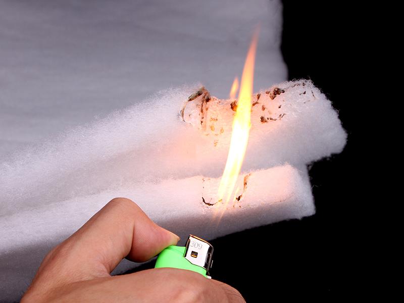 具有一定的阻燃性,10离火自灭,使用更安全